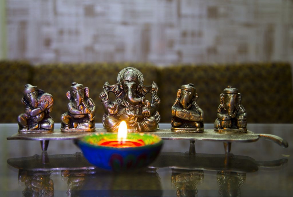 illuminated-lamp-infront-of-the-lord-ganesha-replica-idol